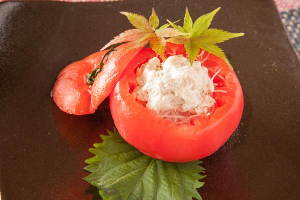 トマトのカップのツナサラダ